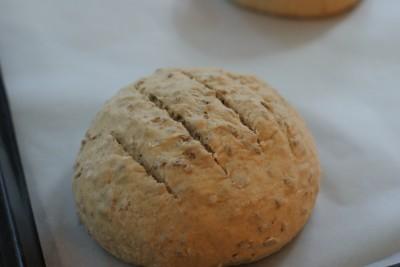 Ici, j'ai divisé la pâte en deux et j'en ai fait deux boules.