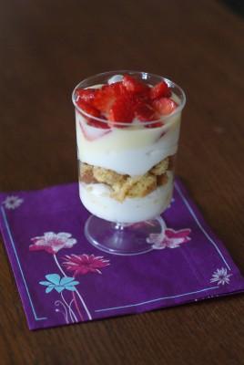 Ces petites verrines très fraîches sont parfaites pour un dessert léger ou un petit goûter.